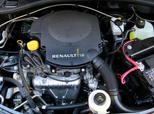 Motorn– Ingen hemlighet. Det står Renault på den. Omodern och lite väl törstig.