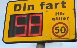 Uppe på backkrönet vid Rågåker uppges bilisternas hastighet som max 50 kilometer per timme. Foto: Roland Engvall