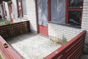 Flera fönsterrutor krossades på bostaden i bostadsområdet Norrberget.