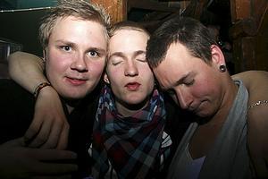 Konrad. Fistan, Mike och James
