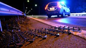 Klockan 00.45 natten mot den 2 augusti hade polisen en i förväg beordrad trafikkontroll på Saltsjöbron i Södertälje. Men en svart Audi RS6 ville inte stanna och prata med polisen – i stället försökte föraren köra genom kontrollen.