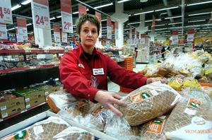 Strejk. Anette Hampus jobbar på Willys i Borlänge, en av de butiker som varslats om strejk lagom till påskhandeln. Foto:MikaelForslund