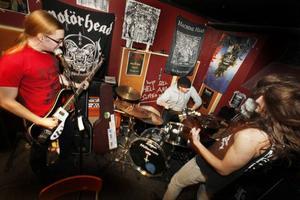Hypertension består av bröderna Henrik Låsgårdh på sång och bas, August Låsgårdh på gitarr samt trummisen Axel Holmström. Samtliga är 19 år och från Odensala.