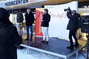 Fredrik Wikingsson och Filip Hammar uppmanade publiken att gå och se filmen.