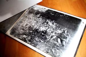 Bilderna scannas in och ska så småningom bli sökbara på hembygdsföreningens hemsida.
