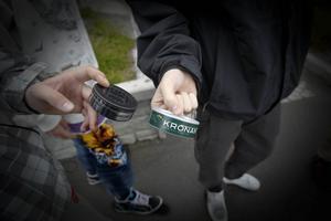 Allt färre röker i länet, men en stor andel av framför allt männen snusar.