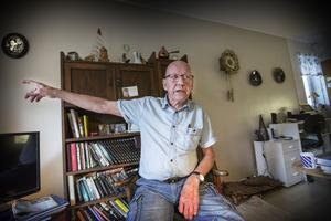 Nu måste det göras något för att stoppa kriminaliteten här i området, säger Roger Wallin sen hans hem plundrats med han sov i lägenheten.