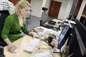 Elin Olofsson, chef för webbyrån, gläds åt ltz.se som får allt fler funktioner.  Foto: Ulrika Andersson