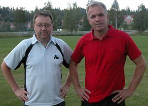 Ungdomstränare. Från vänster, Jonas Bergsten och Janne Grönberg, tränar ett pojklag i Mockfjärds BK, och de ville inte missa chansen att lära sig mer om att leda ett lag. Foto:Maja Berg