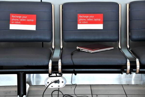 Nu måste elektronisk utrustning kunna slås på vid gaten på resor med direktflyg till USA.