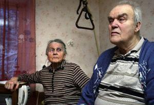 – Det är obarmhärtigt att inte Helga får vila. Om hon fick avlastning skulle hon orka mer de veckor jag är hemma, säger Inge Sjölander.