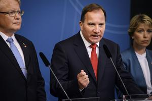 Den som tror att Löfven ombildar regeringen för att han prioriterar landet stabilitet, tror fel.