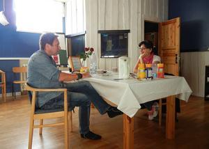 Fjorton personer har deltagit i projektet. Här träffas Håkan Hammar och Ster Hesso.