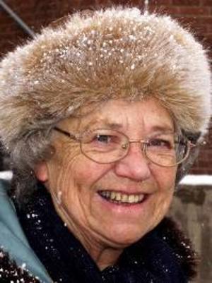 Birgit Nyström, 82 år, Östersund:– Ja, det kan jag väl säga att jag tycker. Jag tycker att Sverige ska ha beredskap. De har skurit ned för mycket.