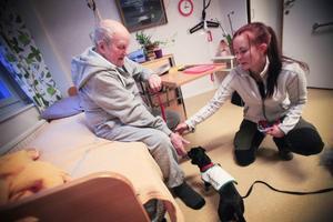 Lennart Bredberg är en av de boende på Tallbacka. Han ser fram emot att få besök av Caroline Larsson och Drutten de kommande månaderna.