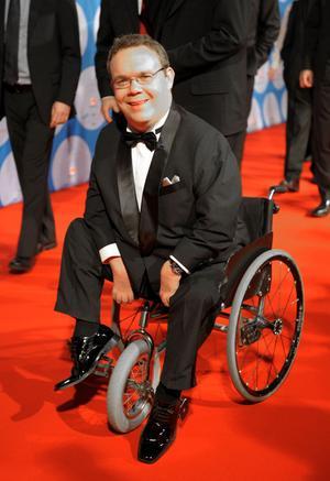 Förebild. Driftige David Lega är bland annat idrottare, entreprenör, föreläsare och politiker. Han kan inspirera till att bryta funktionshindrades utanförskap.