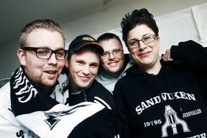 laddar för guld. Sandviken Supporters laddar för att vinna läktarmatchen mot Bollnäs på söndag. Eric                                                  Lundgren, Fredrik Westblom, Tobias Larsson och Sanna Wallin utgör en del av den inre kärnan i supportklubben.