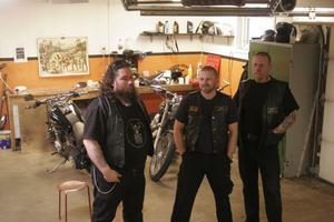 I klubbens garage väntar sju motorcyklar på att luftas efter vintervilan. Kurviga vägar välkomnas men med HD är det inte hög fart de är ute efter. Det är friheten.