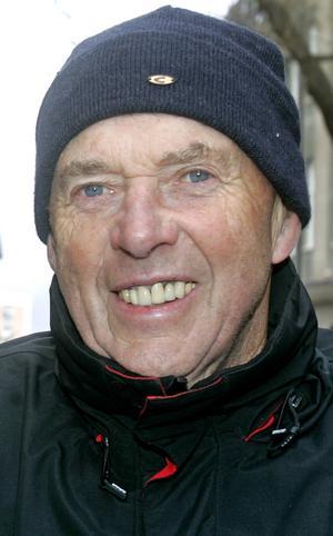 Bengt Höög, 80 år, Odensala:   – Nej det ska jag inte göra. Jag har annat för mig. Jag jobbar på tomten hemma. Jag har demonstrerat tidigare några gånger. Men jag är inte politiskt aktiv.