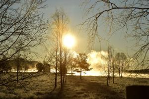 Solen går upp över Idresjön och kyla, minus sju grader, möter solvärme.
