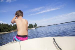 Båten går mot Sandskär, en sandbank på ungefär 45 hektar.