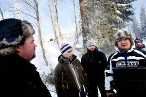 Jocke Sjöberg, Fredrik Hakfelt, Christian Källgren och Jon Hakfelt samtliga skoterentusiaster från Bräcke hade förstås letat sig till Åkersjön i helgen.