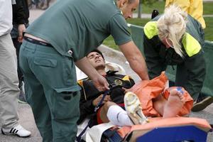 Skadad. Murat Bakir sparkades ner i derbyt i går - nu är ledbandet troligtvis skadat.