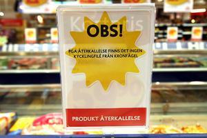 Larm om glas i Kronfågels kycklingfilé tömde snabbt kyldiskarna hos ICA Kvantum och andra butiker i Söderhamn. Kronfågel har fått dra tillbaka leveranser på 500 ton kyckling sedan i fredags.