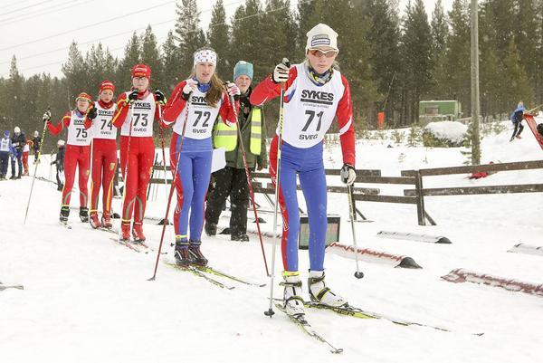 Irja Brandfjell från Funäsdalen först ut i jaktstarten i D13, där alla deltagarna var från Härjedalen. Hon var oslagbar.
