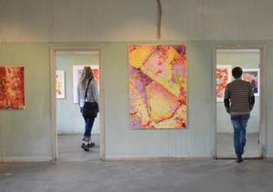 Stripamotiv i stripa. Under två veckor kan besökarna njuta av Thomas Rydéns utställning.