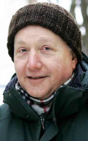 Jim Copley, 66 år, Östersund:– Ja, semlor kanske. Men det är bara en gång per år så det är inte så farligt. Det är lite trist att de börjar sälja semlor i januari. Det är som att ha julgran fram till påsk.