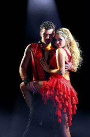Från isolering till socialisering. Nu ska Big Brotherkändisen Carolina Gynning tävlingsdansa med partnern Daniel da Silva.