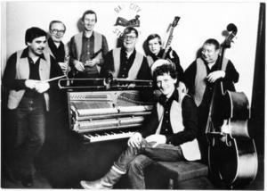 Förr. Bay City Stompers från 1980. Från vänster Lasse Pettersson, Stickan Östberg, Lasse Ädel, Nisse Lundh, Bertil Schultz, Göran Schultz och Gösta Sörlind.