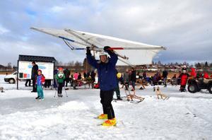 Lennart Fyrk provade på sitt draksegel under Vintersöndagen på Brunnsjön i februari i år.
