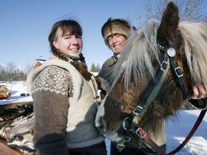 För Jostein Edberg Moan från Hoverberg är det första gången han kör forbonderesan. Hjälpkusken Anette Sandström, Bjuråker, har åkt resan till Röros sex gånger tidigare.