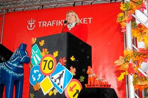 Invigde. Infrastrukturminister Catharina Elmsäter-Svärd invigde den nya vägen, som hon såg som ett bra miljötänkande.