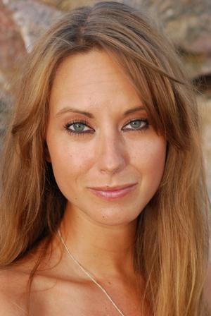 Nina Andrén, Bbl/AT:s melodifestivalskrönikör, med rötterna i Köping.