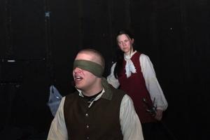 Blind akademiledamot. Kristofer Ivhed gör rollen som Carl af Leopold och Maria Myhr spelar Elise Schröderheim i Teater Drömlands föreställning Snille och Smak som hade premiär på fredagskvällen.