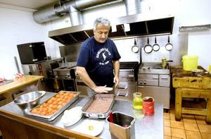 vill sälja. Stefan Gebara vill sälja sin restaurang King strike pin i Sätra och i stället starta en industri som tillverkar libanesisk snabbmat. I väntan på att affären ska bli av planerar han att starta lunchservering på söndagar där han bland annat ska servera libanesisk kafta med potatis.
