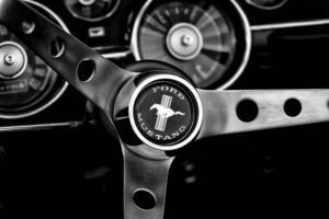 Ford Mustang har tillverkats i fem olika generationer under 50 år.    Foto: Shutterstock.com