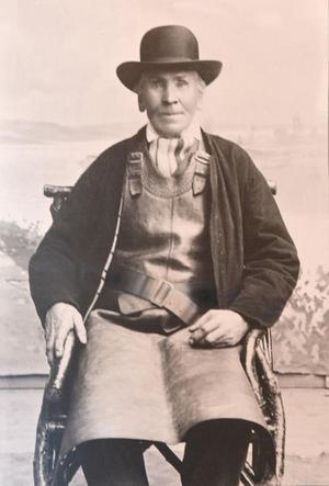 Redan i entrén möter du ett bekant ansikte: Frost Matts Mattsson, som grundade företaget 1866.