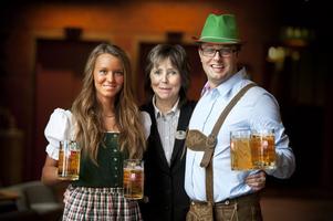 Tyrolerhattar, lederhosen och ompa-ompamusik är tre viktiga ingredienser när Stora Björn/Galaxen nu på lördag bjuder in till Oktoberfestival. Tilda Bergman, Efva Hult och Mattias Mickelsson hälsar välkomna.