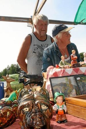 Samlarna Lars och Marianne Säleby från Nässjö är nöjda med försäljningen.