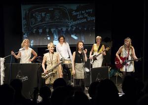 Violet green and all between med Anna Hammarsten, Elsie Petrén, Eva Grund, Jenny Fall, Lena Andersson och Ulla Wrethagen.