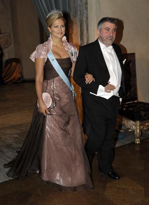 Prinsessan Madeleine, i Lars Wallinklänning, med professor Paul Krugman vid Nobelfesten 2008.