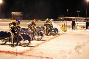 Strömvallen håller på att bli Sveriges isracingmetropol. Här kommer flera av världens bästa förare att träna från och med i början av december, om vädret tillåter. Bilden är från en deltävling i allsvenskan vintern 2012/13.