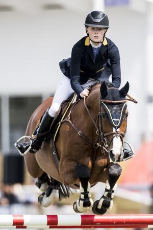 Mikaela Gustapson, som även ingick i bronslaget, var trea i första Grand Prix-kvalet. I finalen fick hon och hästen Cum Laude 5 fyra fel och stannade på en elfte plats.