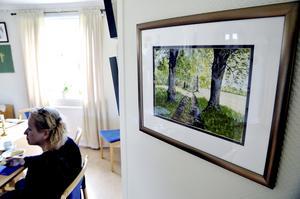 Fem konstnärer. Till onsdagens vernissage med kaffe och cider hade fem konstnärer ställt ut. Bland andra hade Margareta Bagge Jeric hängt sina akvareller i församlingsgården.