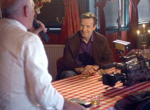 Melkers matresa kan komma att bli en tv-serie i SVT. I lördags träffades den sjungande kocken Carlos Adobati och stjärnkocken Melker Andersson för första gången.