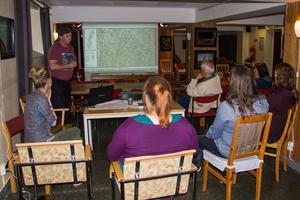 Sebastian Kirppu, sommarpratare i P4, biolog och naturguide samt Helena Björnström, svampkonsult och naturguide, informerade besökarna om naturen.
